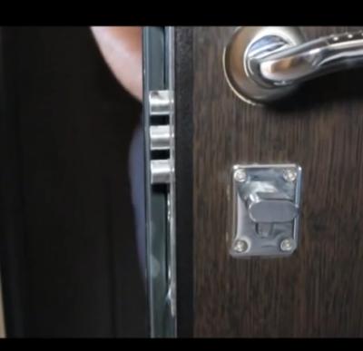 Проверяем входную дверь