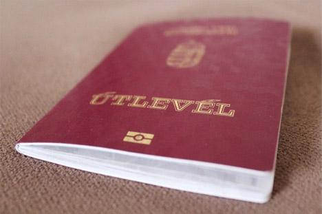Паспорт гражданина Венгрии, который можно получить при приобретении недвижимости.