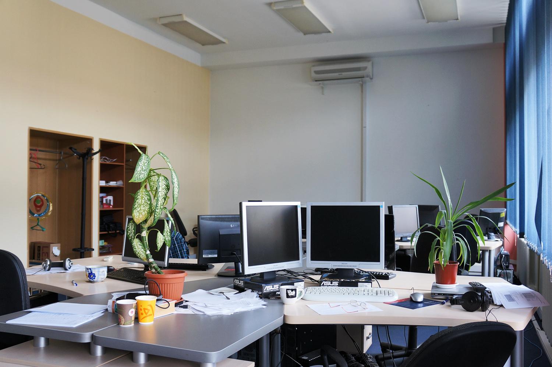 Температура на рабочем месте в офисе должна быть в норме.